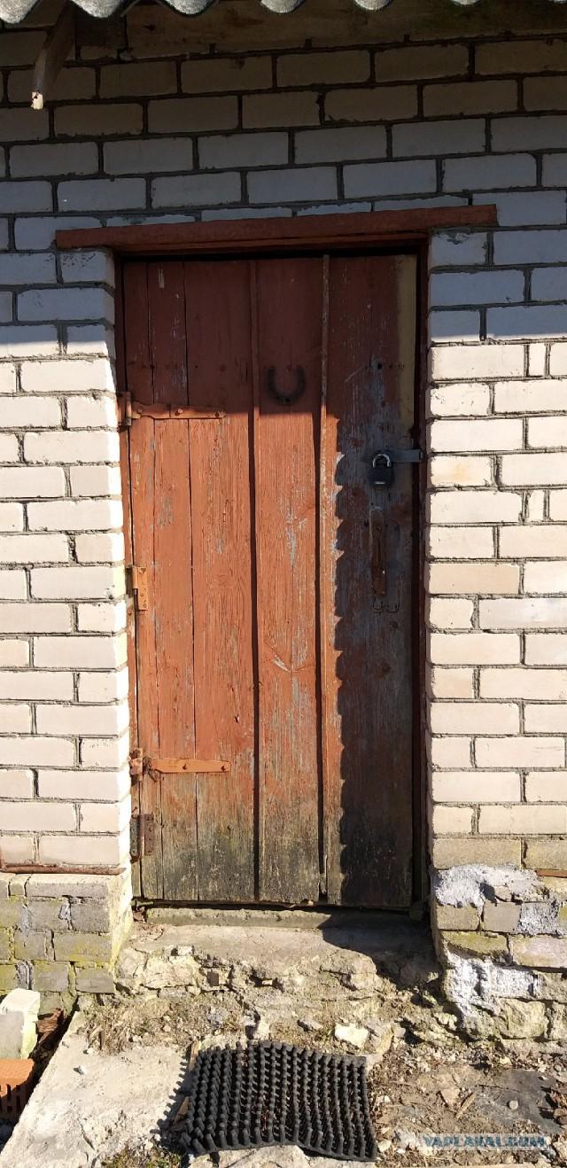 """Как я делал дверь с большим """"глазком""""."""