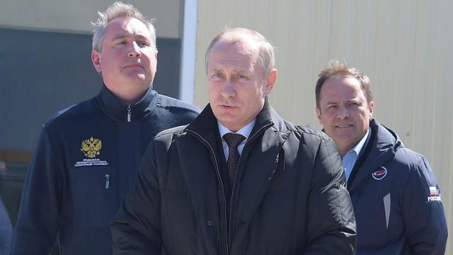 После запуска с Восточного Путин объявил выговоры Рогозину и Комарову