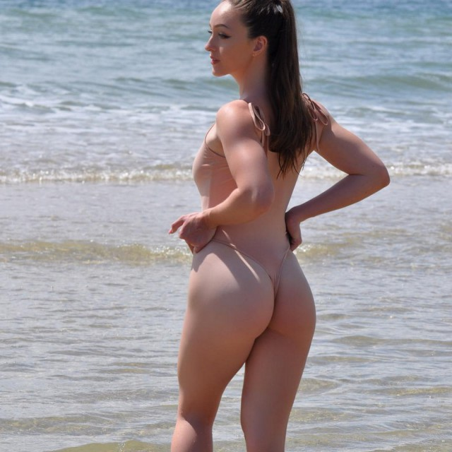 Девушки: вид со спины