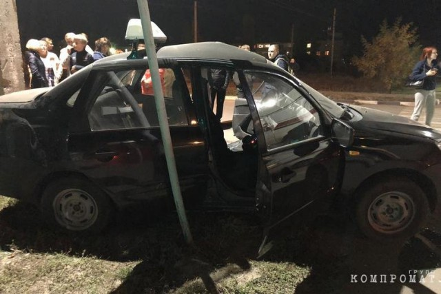 Под Воронежем пьяный судья протаранил такси, скрутил номера со своей машины и сжег ее на глазах у свидетелей