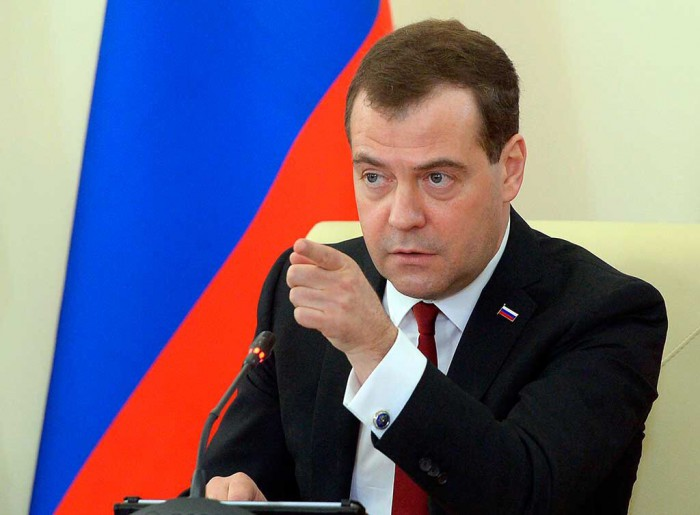 Медведев призвал бороться за присвоение Периодической таблице имени Менделеева