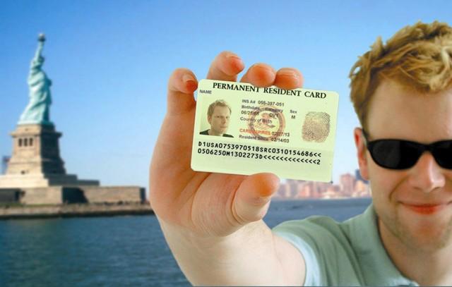 В России предложили запретить грин-карты