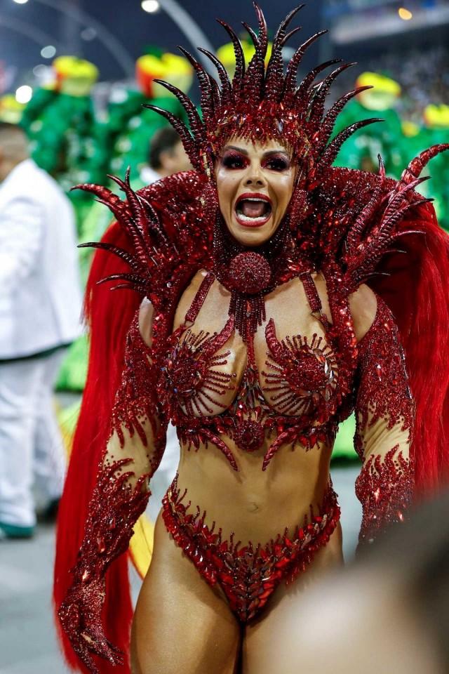 Красочные карнавалы в Сан-Паулу и Рио-де-Жанейро 2020