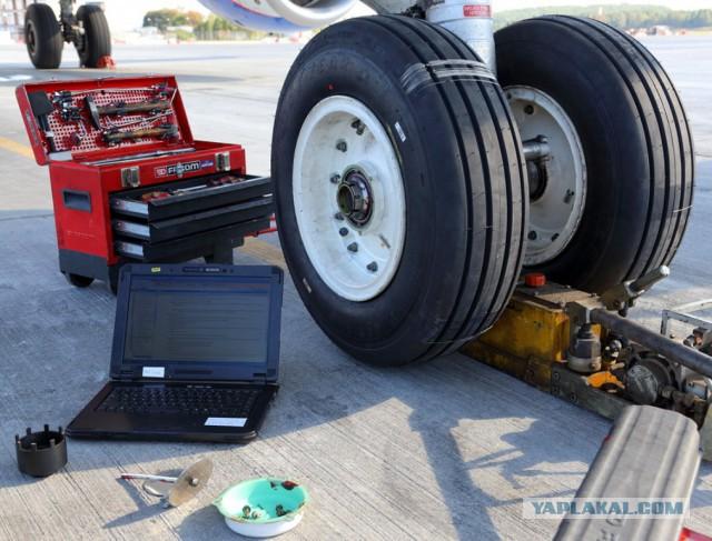 Замена колеса на самолёте Airbus-320