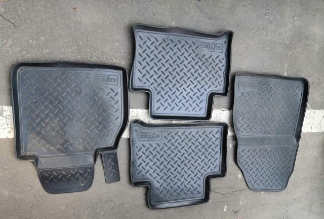 Резиновые коврики комплект
