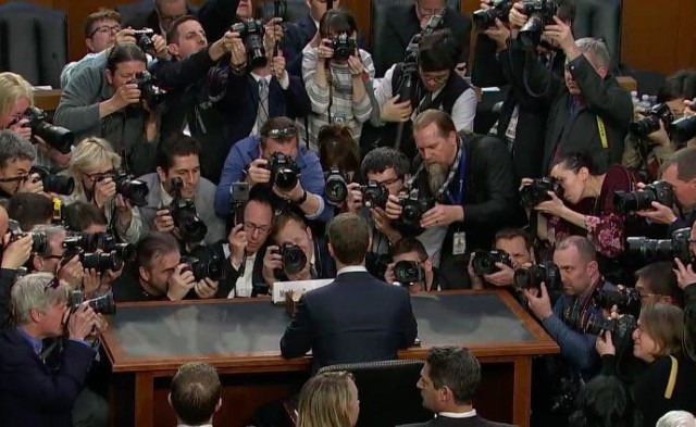 Цукерберга мочат в сенате США