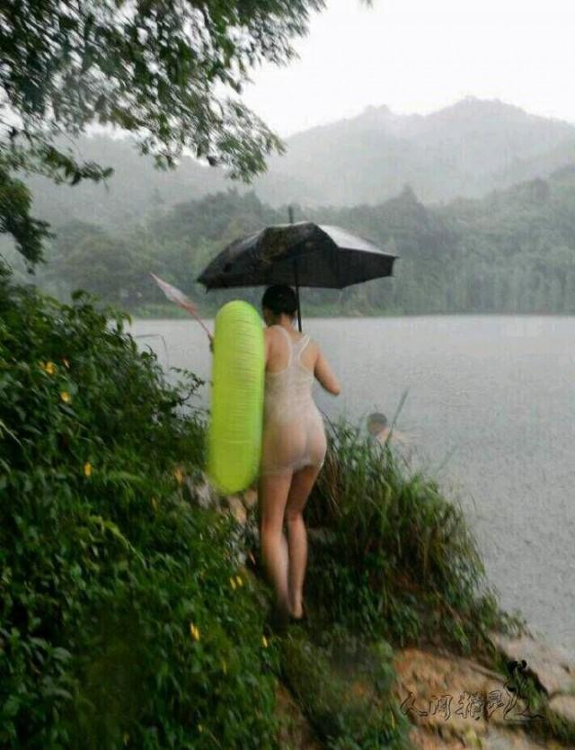 Дождь позволяет увидеть мир и людей по-другому