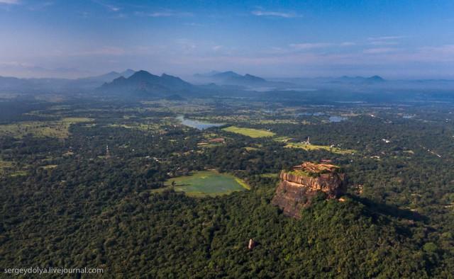 500 голых женщин в пруду короля или Самая дорогая экскурсия на Шри-Ланке