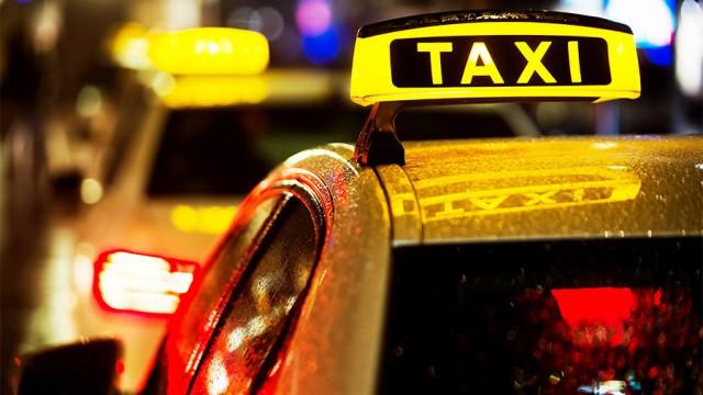 Таксист в Москве избил пассажирку за отказ переплачивать за проезд