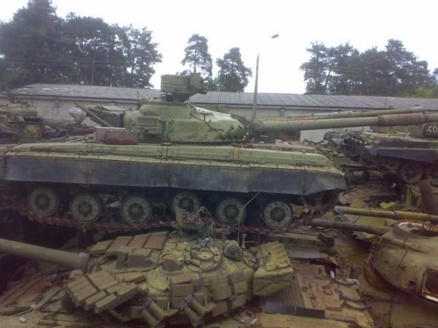 Свалка танков под Киевом