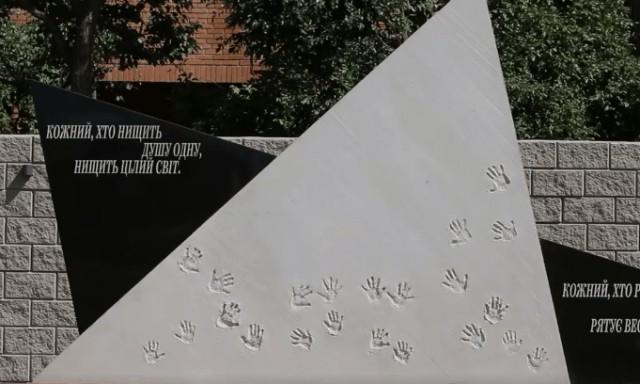 Их поставили у края рва и стали стрелять, больше никто не тревожил истинных арийцев плачем. Расстрел детейвБелойЦеркви,1941 г
