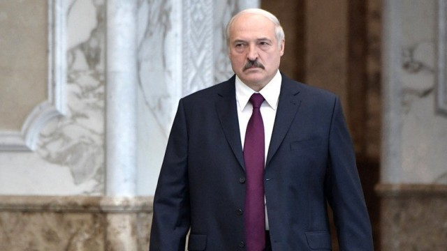 Лукашенко отменил ограничения на продажу алкоголя ночью