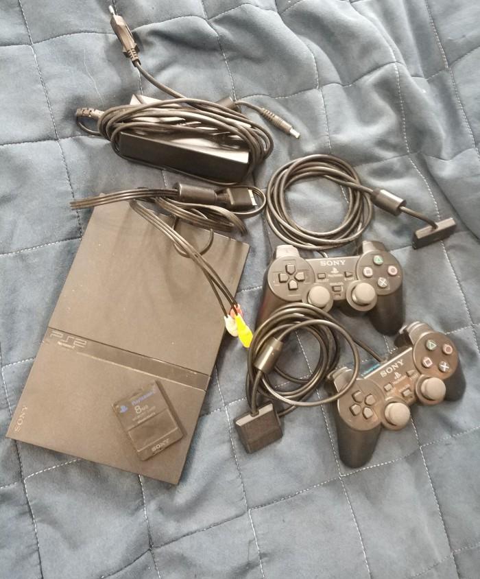 Есть у меня тут PlayStation 2 на продажу