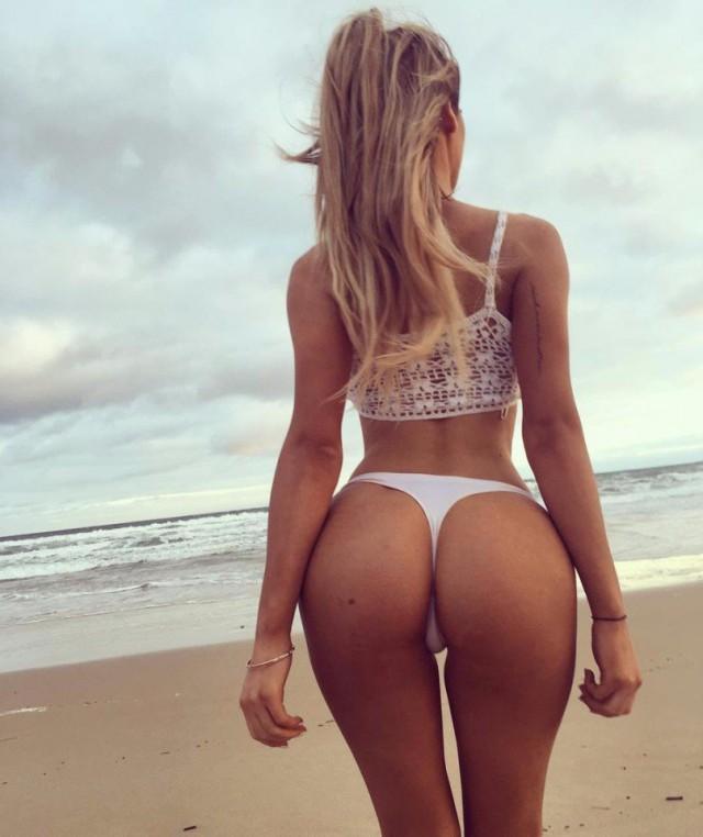 Картинка на пляже две голые задницы вас