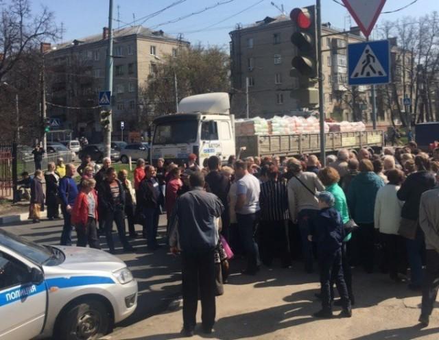 Жители Нижнего Новгорода перекрыли дорогу из-за повышения тарифов ЖКХ