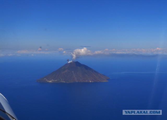 Вчерашнее извержение вулкана Стромболи