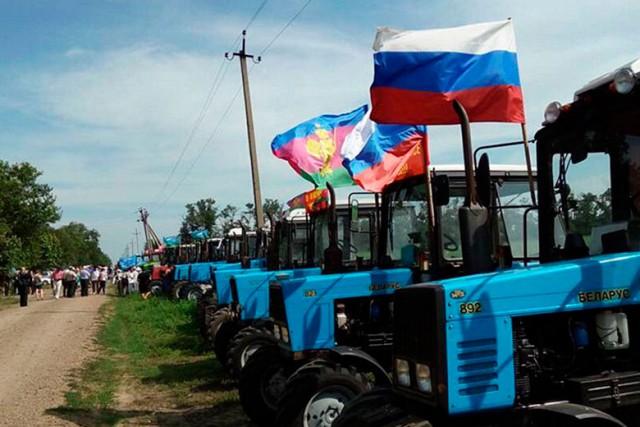 Полиция задержала участников тракторного пробега на Москву
