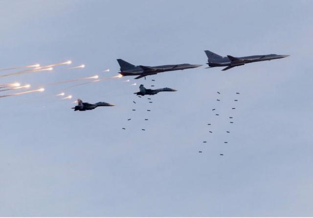 Стирают терроризм с лица земли: Россия и Турция нанесли авиаудары по позициям ИГИЛ на севере Сирии