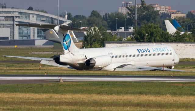 Пассажир снял на видео неудачную посадку авиалайнера в киевском аэропорту