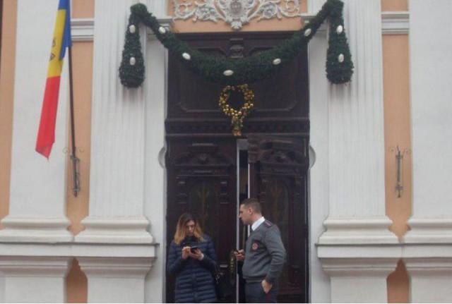 Додон снял флаг ЕС с президентской резиденции Молдавии