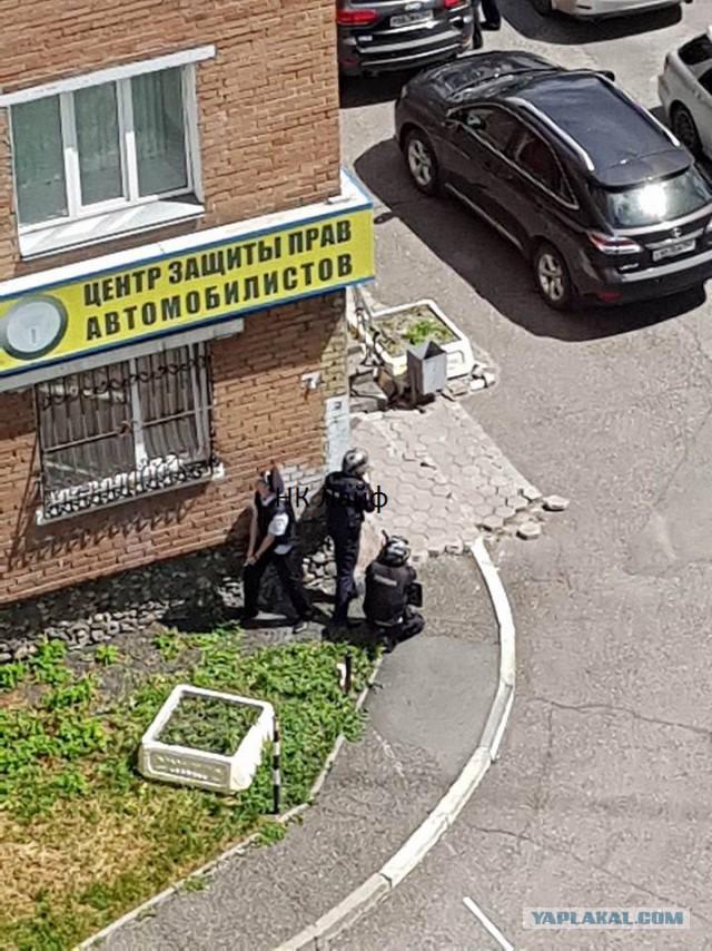 В Новокузнецке на Павловского стрельба. Взяты заложники.