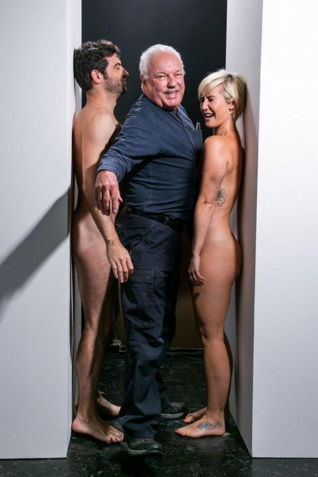 Охота попасть во всемирно известную галерею? Протискивайся между голыми бабой и мужиком