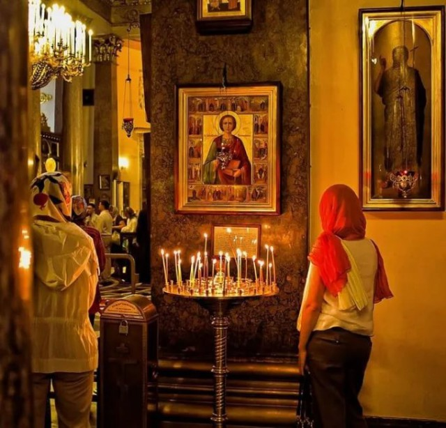 Студентка нашла стафилококки и кишечные палочки на иконах из московских церквей