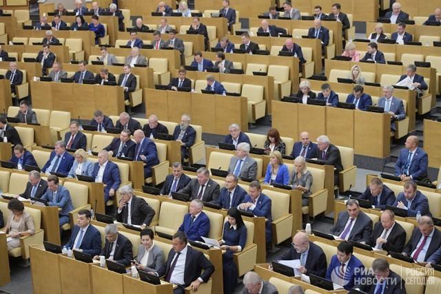 Депутаты Госдумы снизили себе штраф за прогул заседания