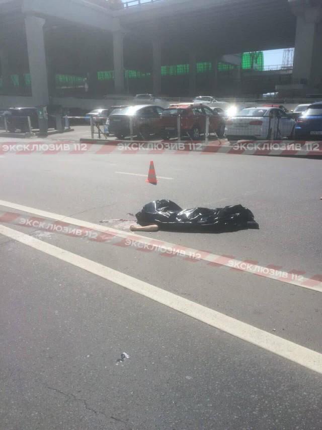 """Человек сорвался с небоскреба в """"Москва-Сити"""", за считанные секунды он преодолел расстояние в 354 метра"""