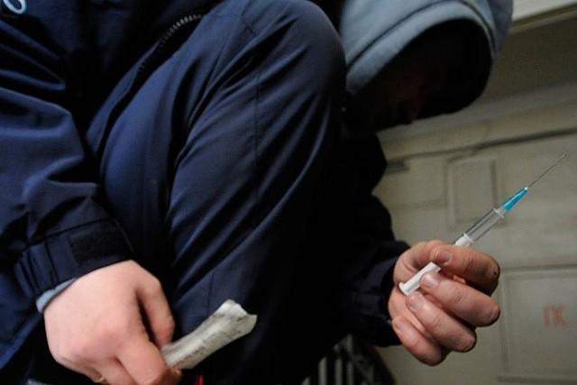 Всех государственных служащих предлагают два раза в год проверять в обязательном порядке на предмет употребления наркотиков