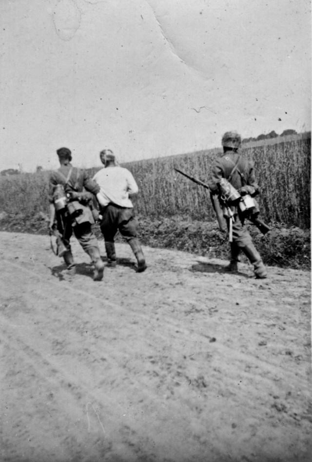 Снимки сделаны утром 22 июня 1941 года в районе Перемышля.