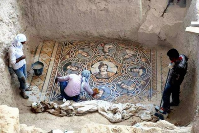 Археологами найдена древняя, 2000-летняя мозаика