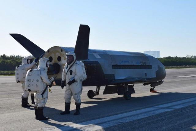 Секретный беспилотник вернулся на Землю после 512 суток в космосе