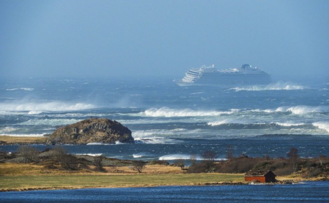 В Норвегии объявили об эвакуации 1300 человек с круизного лайнера