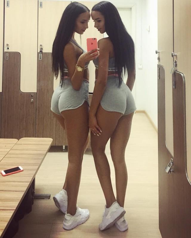 Девушки в шортах великолепны