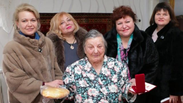 Главу Керчи и её заместителя все же отправили в отставку после подаренных блокадникам пирогов