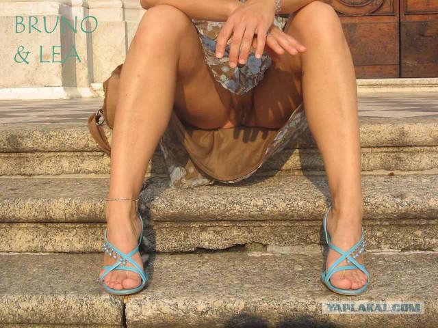Камерой скрытой меж ног