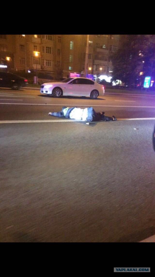 """Мерседес с номерами """"АМР"""" и мигалкой сбил насмерть сотрудника полиции"""