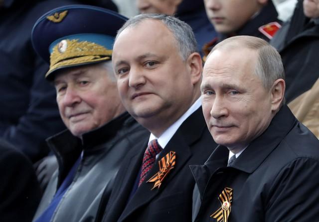 Всего два президента на параде в Москве