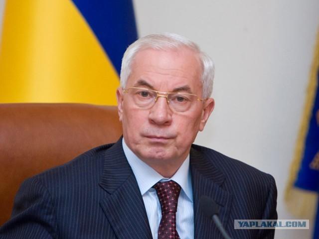 Азаров гордится зарплатой украинцев