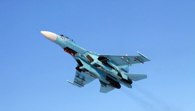 Российский истребитель Су-27 напугал шпионский самолет ВВС США над Черным морем