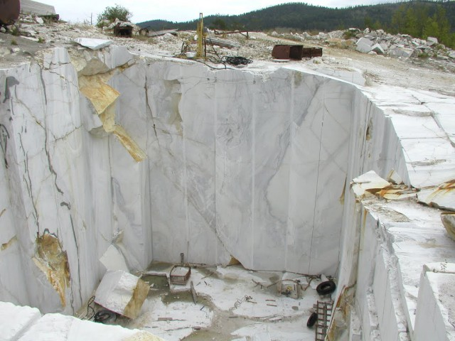 Как добывают мрамор