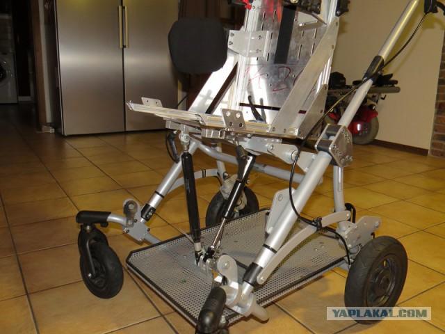 Переделанная инвалидная коляска для ребёнка