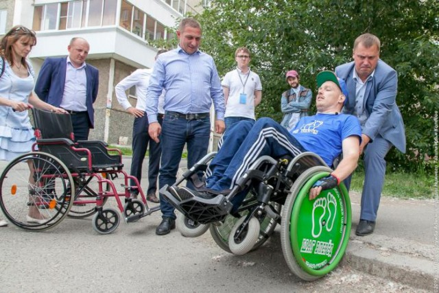 Как тагильский мэр из дорожных начальников инвалидов сделал.