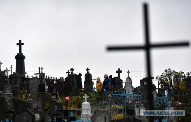 Ну что,дождались......Смертность в России в январе почти в 1,4 раза превысила рождаемость.