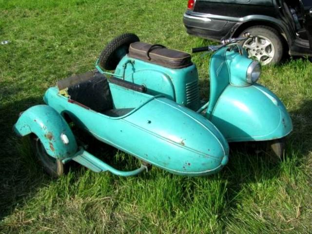 К концу 60-х годов на волне популярности тульский машиностроительный завод приступил к выпуску мотороллеров под названием турист