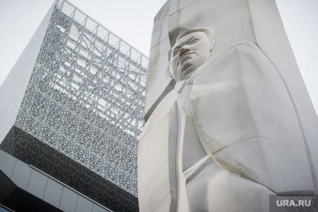 Зюганов призвал уничтожить «гадюшник Ельцин Центра». На Урале ему уже ответили