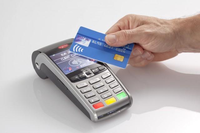 В Госдуме хотят обязать все магазины принимать безналичную оплату