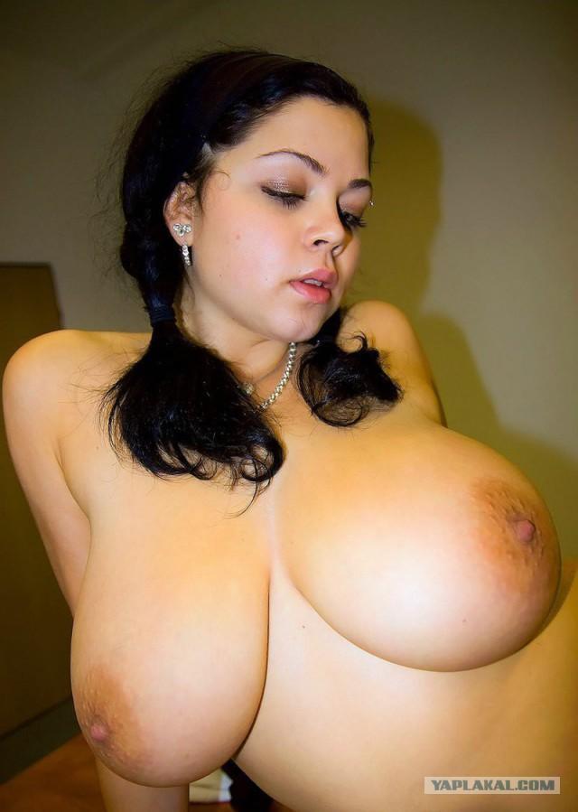 Секс между сисек, член между грудей
