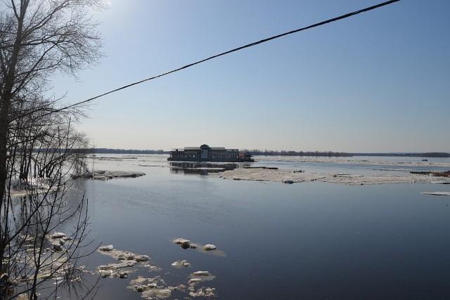 В Самаре вместе со льдом от берега оторвался ресторан «Старая пристань»